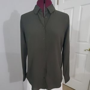 NWT Uniqlo Button down shirt in grey. Size XS